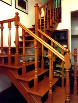 Escaleras dise o y construcci n aserradero biel s a for Escaleras con descanso para interior